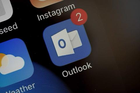 How to Automatically Forward Messages on Outlook